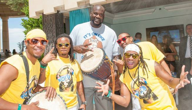 Shaquille O'Neal hosts at Azure Luxury Pool in the Palazzo ...