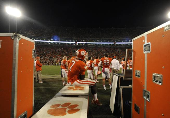 Clemson wide receiver Mike Williams (7) sits on the bench in the closing minutes of the second half of an NCAA college football game against Florida State, Saturday, Oct. 19, 2013, in Clemson, S.C. Florida State won 51-14.