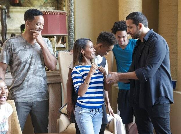 "David Blaine, right, with Will Smith, Jada Pinkett Smith, Jaden Smith and Trey Smith, on Blaine's ABC special ""Real or Magic."""