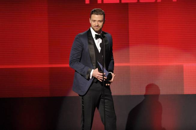 "Justin Timberlake accepts the award for Favorite Album, Soul/R&B for ""The 20/20 Experience"" at the American Music Awards at Nokia Theater L.A. Live on Sunday, Nov. 24, 2013, in Los Angeles."