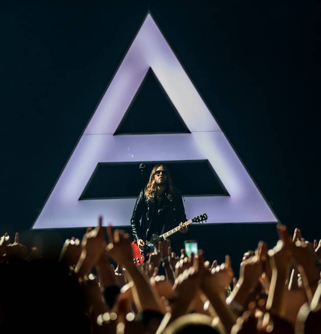 Thirty Seconds to Mars, with frontman Jared Leto, performs at ...