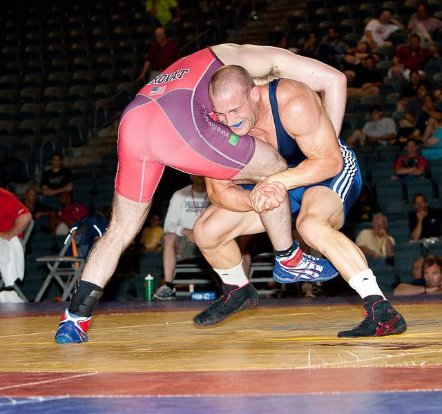 Pat Cummins wrestles Andy Hrovat in the U.S. World Team Trials in 2010.
