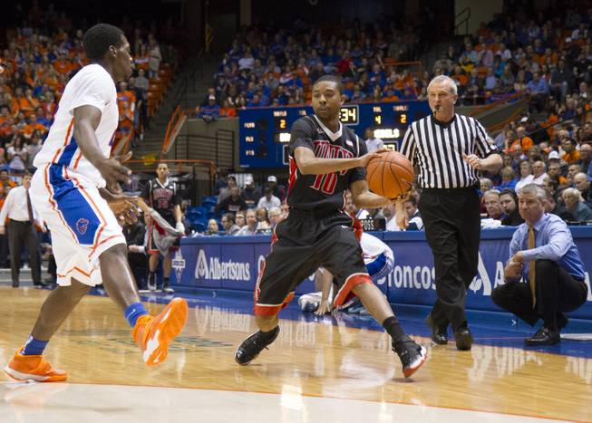 Daquan Cook looks to pass in UNLV's 91-90 overtime loss to Boise State at Taco Bell Arena in Boise on Saturday, Feb. 22, 2014.