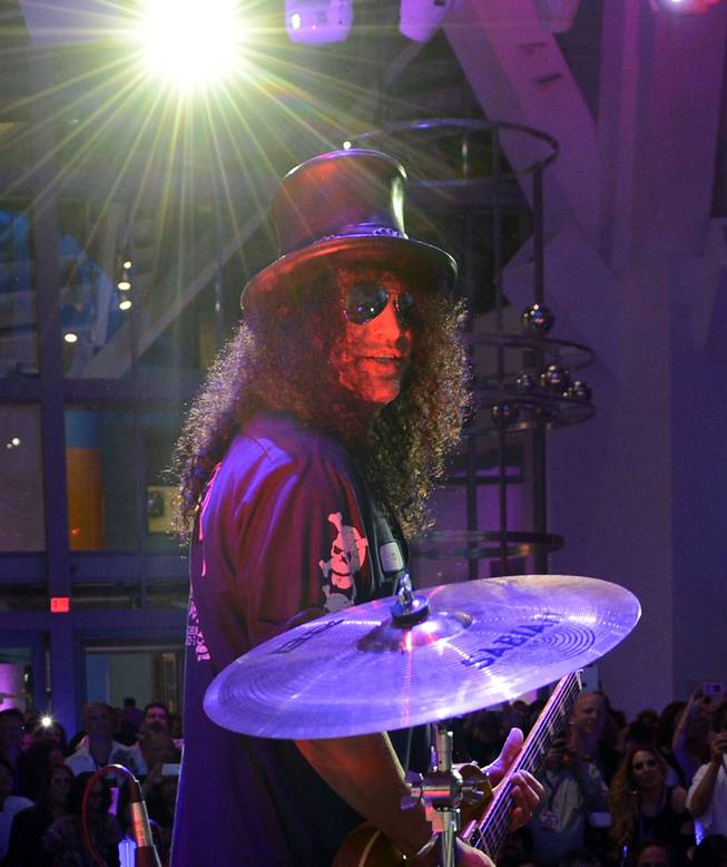"Slash performs during the Kerry Simon ""Simon Says Fight MSA"" benefit concert at the Keep Memory Alive Center in Las Vegas on Feb. 27, 2014."