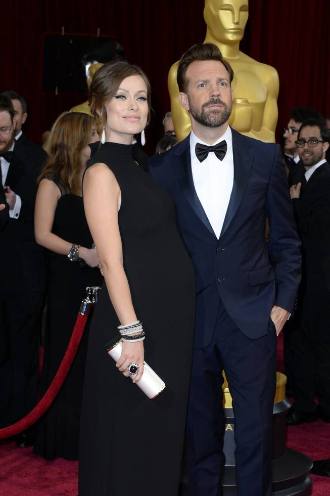 Olivia Wilde, left, and Jason Sudeikis arrive at the Oscars on Sunday, March 2, 2014, at the Dolby Theatre in Los Angeles.  (Photo by Dan Steinberg/Invision/AP)