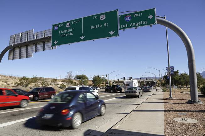 Motorists roll through a traffic light on southbound U.S. 93 as they approach Interstate 40 in Kingman, Ariz., on Friday, Nov. 8, 2013.