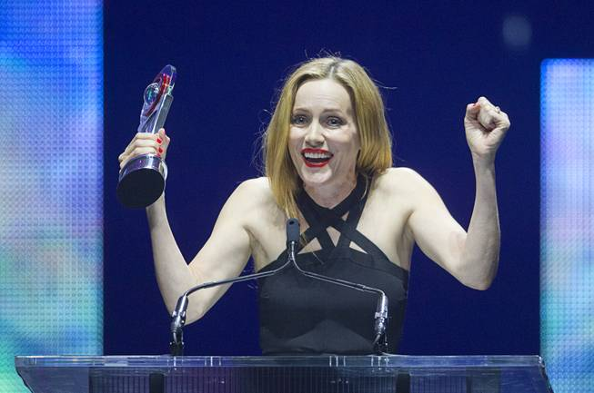 Comedy Star of the Year Leslie Mann gives an acceptance speech at the Big Screen Achievement Awards during CinemaCon, the official convention of the National Association of Theatre Owners, at Caesars Palace Thursday, March 27, 2014.