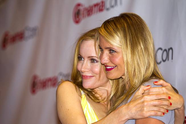 Actresses Leslie Mann (L) and Cameron Diaz arrive for a 20th Century Fox presentation during CinemaCon, the official convention of the National Association of Theatre Owners, at Caesars Palace Thursday, March 27, 2014.