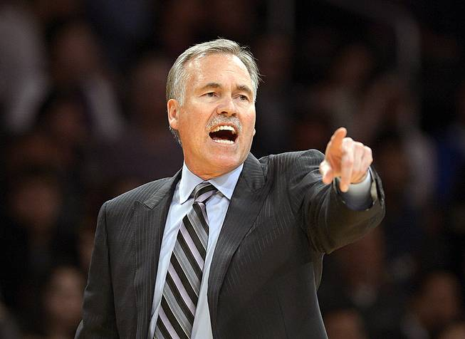 Los Angeles Lakers head coach Mike D'Antoni gestures during the second half of an NBA basketball game against the Sacramento Kings in Los Angeles, Feb. 28, 2014.