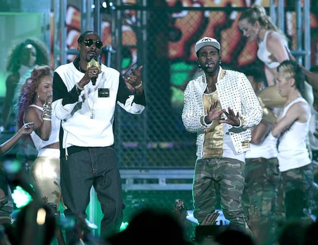 Rapper Snoop Dogg, left, and singer Jason Derulo perform during the 2014 Billboard Music Awards at the MGM Grand Garden Arena Sunday, May 18, 2014.