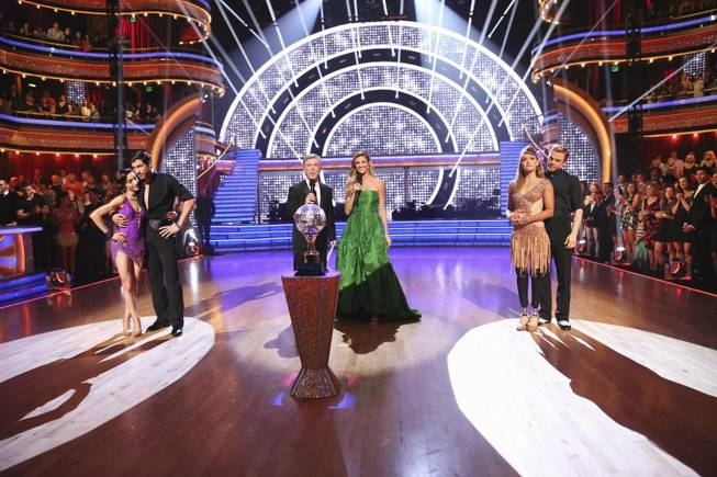 "Meryl Davis, Maksim Chmerkovskiy, Tom Bergeron, Erin Andrews, Amy Purdy and Derek Hough on ABC's ""Dancing With the Stars"" on Tuesday, May 20, 2014."