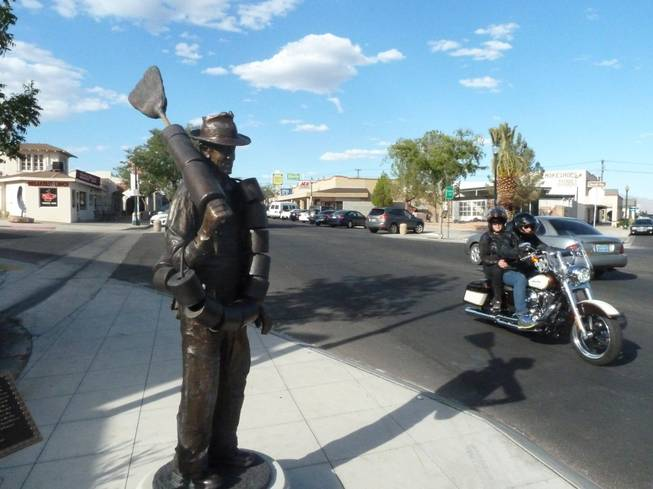 Alabam was once the nickname of a old man who cleaned the latrines during the 1930s construction of Hoover Dam. Now, thanks to a Boulder City arts project, a bronze statue of the long-gone character stands on a city street corner, greeting visitors.