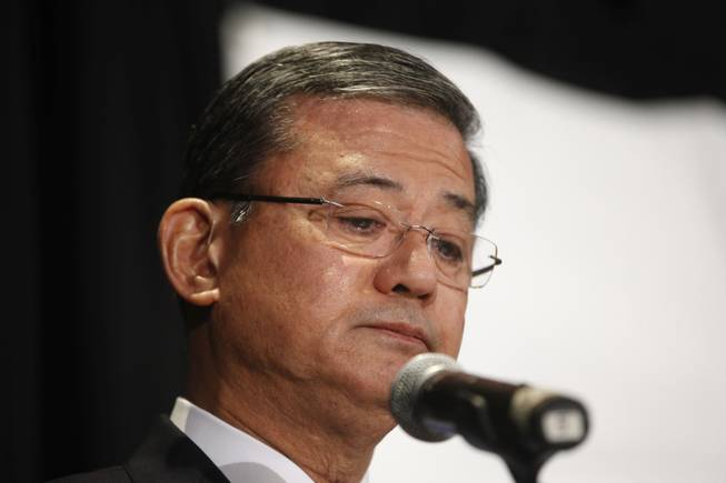 Veterans Affairs Secretary Eric Shinseki pauses as he speaks at a meeting of the National Coalition for Homeless Veterans, Friday, May 30, 2014, in Washington.