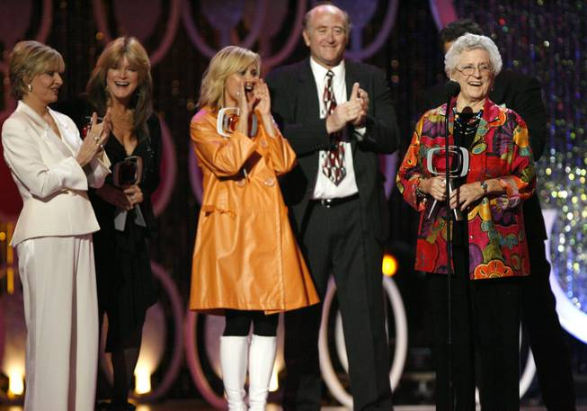 "In this April 14, 2007, file photo, from left, Florence Henderson, Susan Olsen, Maureen McCormick, Lloyd Schwartz and Ann B. Davis of the television show ""The Brandy Bunch"" accept the Pop Culture Award during the 5th Annual TV Land Awards in Santa Monica, Calif. Emmy-winning actress Davis died at a San Antonio hospital on Sunday, June 1, 2014. She was 88."