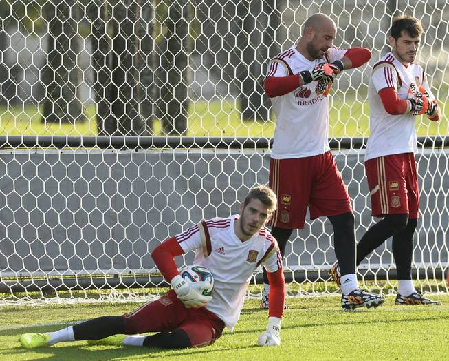 Spain's goalkeeper Iker Casillas, right, Pepe Reina, center, and De Gea attend a training session at the Atletico Paranaense training center in Curitiba, Brazil, Saturday, June 14, 2014. Spain will play in group B of the Brazil 2014 World Cup.
