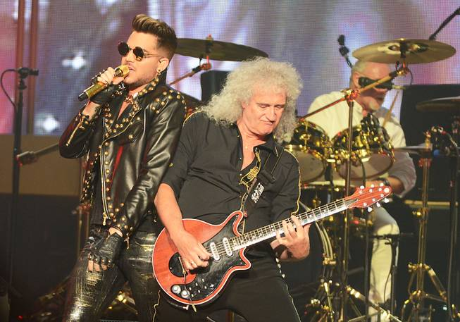Queen (Brian May and Roger Taylor) + Adam Lambert perform ...