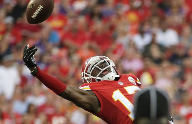 Kansas City Chiefs wide receiver Donnie Avery (17) stretches but cannot reach a pass during the first half of an NFL preseason football game against the Minnesota Vikings in Kansas City, Mo., Saturday, Aug. 23, 2014.