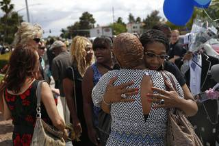 Rita Washington, facing at right, daughter of B.B. King, embraces mourners waiting in line during a public viewing of the blues legend Friday, May 22, 2015, in Las Vegas. King died last week at 89.