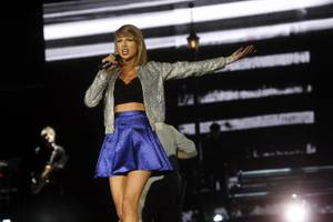 Taylor Swift performs at Rock in Rio USA on Friday, May 15, 2015, at MGM Resorts Festival Grounds.