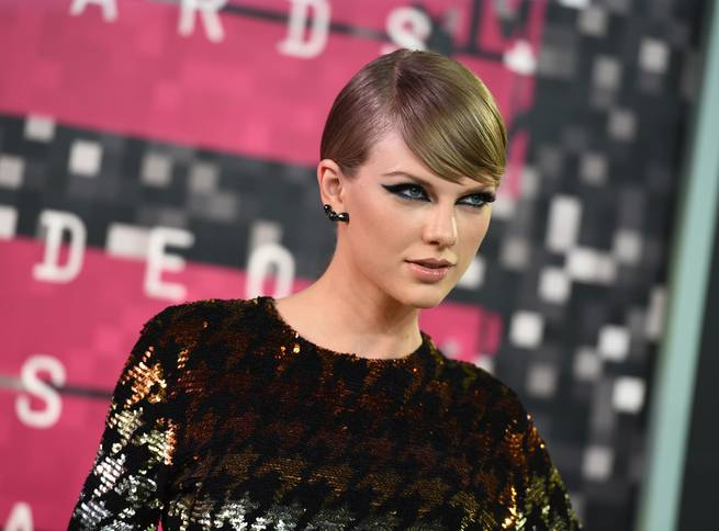Taylor Swift arrives at the MTV Video Music Awards on Sunday, Aug. 30, 2015, at Microsoft Theater in Los Angeles.