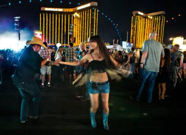 Country fans crowded the Las Vegas Village for sets from mainstream stars.