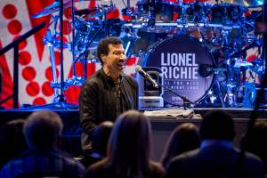 Dave Grohl Interviews Lionel Richie