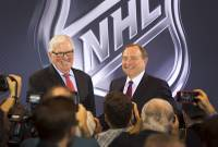 New franchise owner Bill Foley, left, and Gary Bettman, NHL commissioner, pose after announcing Las Vegas' first professional sports franchise during a news conference at the Encore Wednesday, June 22, 2016. The NHL expansion team is expected to begin play in the 2017-18 season at T-Mobile Arena.