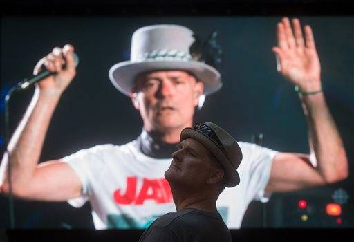 A delirious sold-out crowd and countless Canadians on live TV watched the final concert by rock band The Tragically Hip, whose lead singer and songwriter Gord Downie has been diagnosed with terminal brain cancer ....