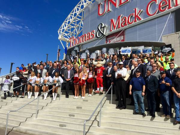 859deb516cb3 Backers whip up support for NFL stadium in Las Vegas (3.13/11)