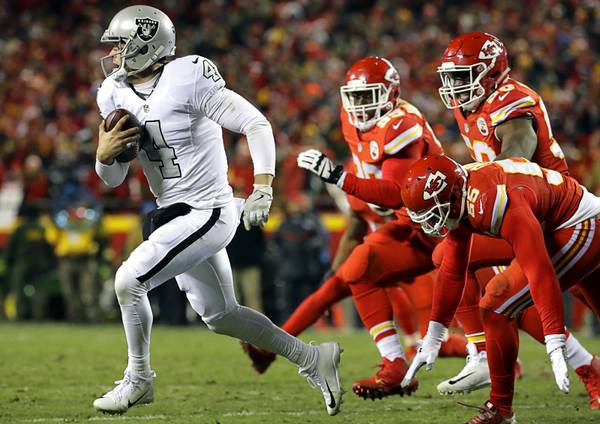 290ae580603 Chiefs hold off Raiders to take control of AFC West (9.99/19)