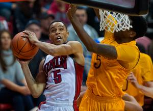 UNLV basketball tops Wyoming