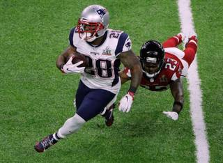 New England Patriots' James White, left, breaks a way from Atlanta Falcons' Robert Alford during the first half of the NFL Super Bowl 51 football game Sunday, Feb. 5, 2017, in Houston. (AP Photo/Charlie Riedel)