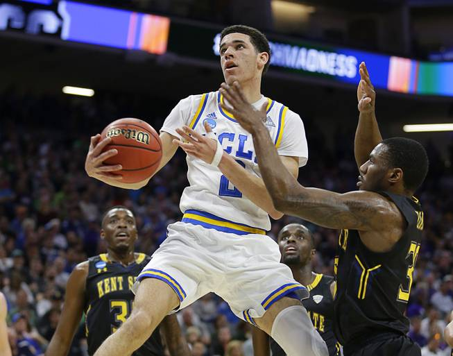 25ba6dd1105 The latest: UCLA's Lonzo Ball sets season record for assists - Las ...
