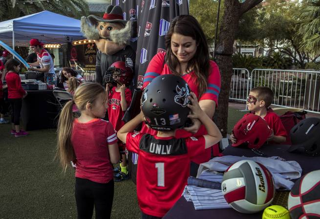 Passion rekindled: Diehards turn out for UNLV fan fest