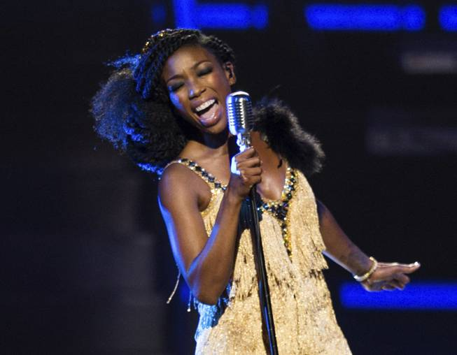 Singer Brandy passes out on flight, taken to ER