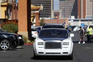 Floyd Mayweather Jr. arrives in a Rolls Royce for a ...