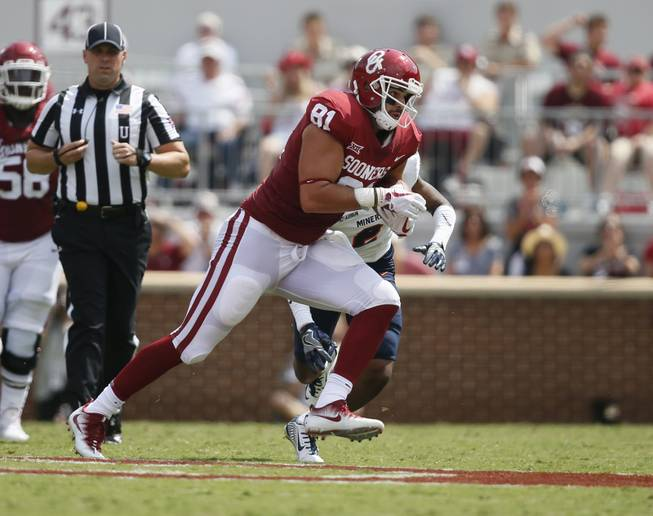 Oklahoma tight end Mark Andrews (81) carries during an NCAA college football game between UTEP and Oklahoma in Norman, Okla., Saturday, Sept. 2, 2017.