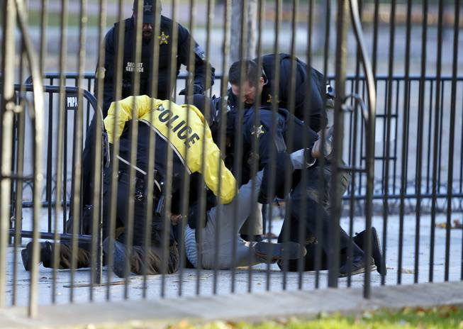 Man arrested for attempting to jump White House fence