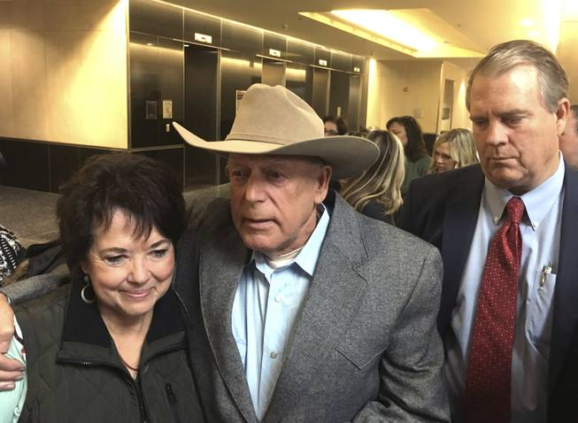 Judge dismisses standoff case against Cliven Bundy