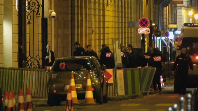 Armed robbers raid Ritz Hotel in Paris, make off with goods
