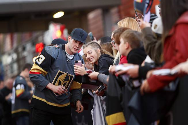 Golden Knights autograph coverage aimed toward children