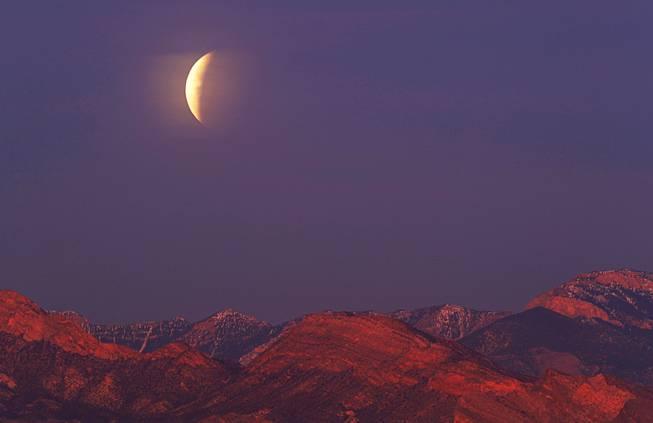 Eclipse Las Vegas >> Photos Over Las Vegas Super Blue Blood Moon Awes And Wows