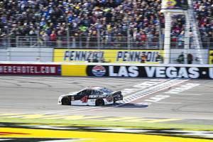 Driver Kevin Harvick (4) crosses the finish line to win ...