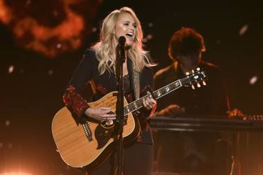 Miranda Lambert received her Female Vocalist of the Year award from Olympic ski legend Lindsey Vonn.