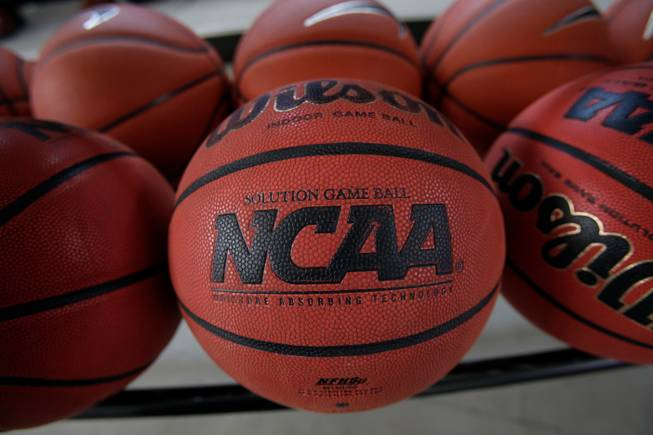Basketball commission calls for NCAA reforms