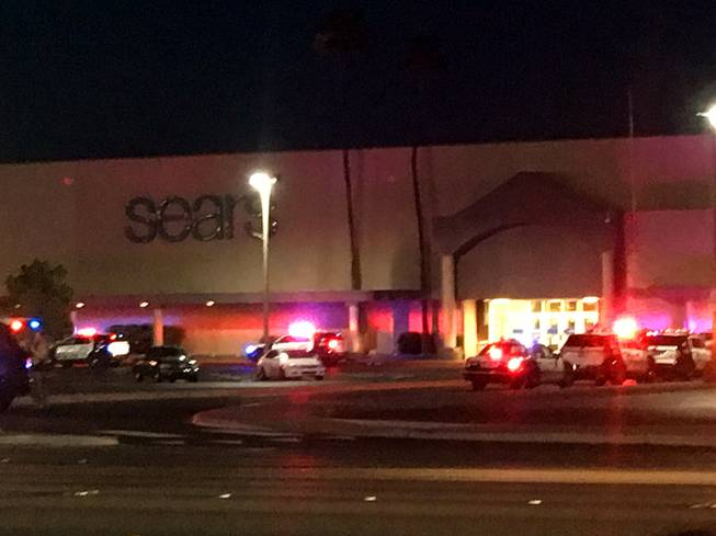 Large police response at Las Vegas mall after 'individual with gun' name