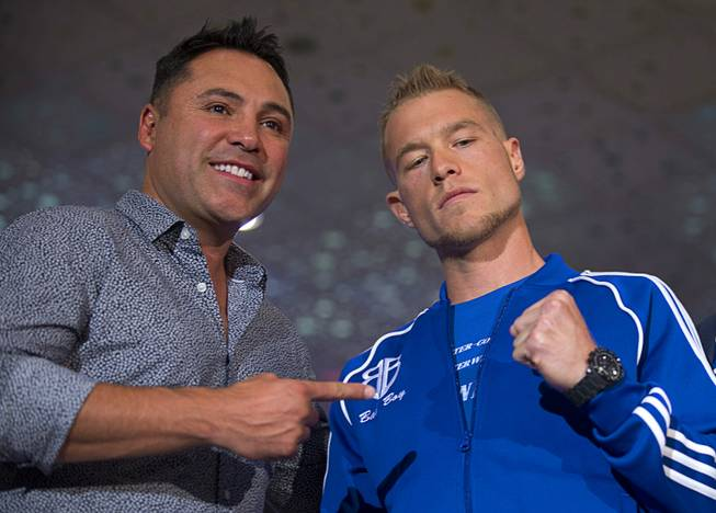 Boxing promoter Oscar De La Hoya, left, poses with junior middleweight boxer Brandon Cook of Canada at the MGM Grand Tuesday, Sept. 11, 2018. Cook will challenge undefeated WBO junior middleweight champion Jaime Munguia of Mexico at T-Mobile Arena in Las Vegas on Sept. 15.