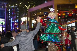 THE LINQ PROMENADE'S HOLIDAY MAGIC