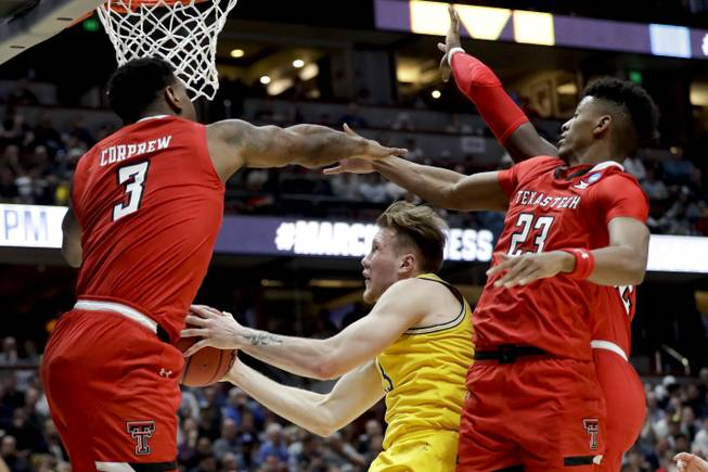 NCAA Tournament by the odds: Vegas picks and preview of Saturday's