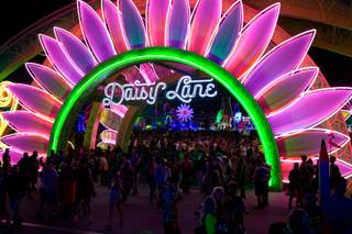 High winds temporarily close stages at EDC - Las Vegas Sun Newspaper